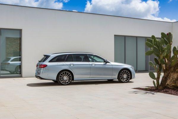 Mercedes-Benz-E-Class_Estate-2017-800-16