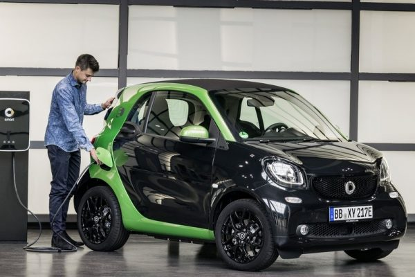 Smart-fortwo_electric_drive-2017-800-04
