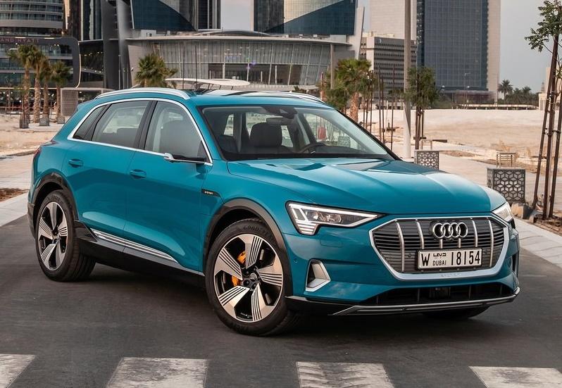 Noleggio auto lungo termine Audi e-tron